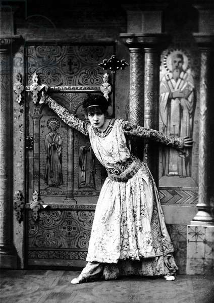 Sarah Bernhardt (1844-1923) as Theodora in play by VictorienSardou, 1884, photo Nadar