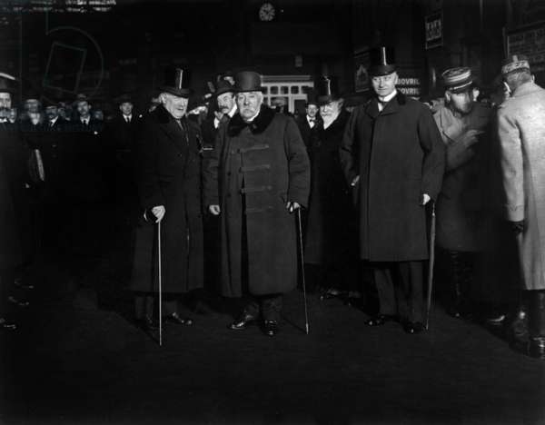 David Lloyd George (english prime minister), Georges Clemenceau (head of french state) and Paul Cabon (french amabassador) at Victoria station in London in december 1919