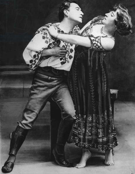 Colette Willy and Georges Wague c. 1907 in play La Chair. Colette's performance made scandal when she accomplished a naked breast in one of the scenes