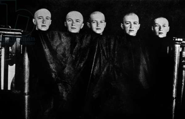 Grand duches of Russia Olga, Tatiana, Maria, Anastasia and their borther czarevitch Alexei, shaved head (because of fever, their hair start falling), june 1917, photo taken by their private tutor Pierre Gilliard