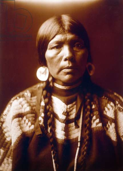Indian woman The wife of Ow High, c. 1905, photo Edward S. Curtis