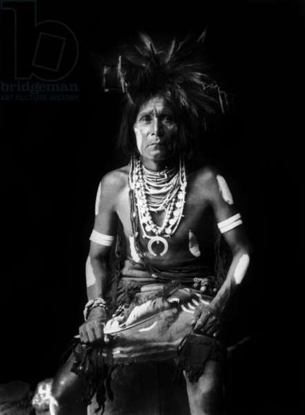 Hopi indian, wearing a Naja around the neck, photo by Edward S. Curtis, c. 1921