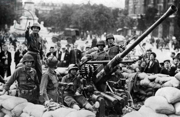 "Liberation of Paris, august 1944: soldiers of the 2nd armored division on the ""place du Chatelet"""