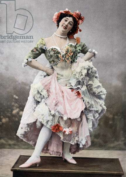 "Caroline Otero aka La Belle Otero (1868-1965) as Mercedes in play ""Une fete a Seville"" in Paris, photo from french paper ""Le Theatre"" october 1900"