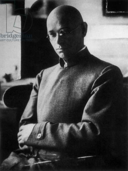 Johannes Itten, 1920 (b/w photo)