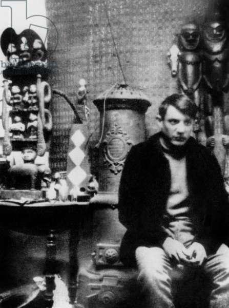 Pablo Picasso in his workshop in Montmartre in Paris, Summer 1908 (b/w photo)