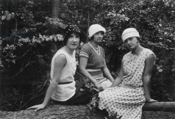 Day in the country: 3 young women, c. 1925