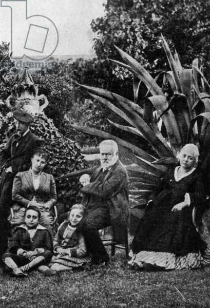 Victor Hugo in family at Hauteville House in Guernesey c. 1874: Victor Hugo with his grand children Georges (1868-1925) and Jeanne (1869-1941) ; on r: Juliette Drouet