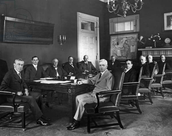 Woodrow Wilson (1856-1924) 28th american president and his minister's personal staff: back row: Woodrow Wilson, William G. McAdoo (secretary of Treasure), Thomas W. Gregory (attorney general), Josephus Daniels (secretary of the Navy), David F. Houston (secretary of agriculture), William B. Wilson (secretary of Labor) ; front row: Robert Lansing (secretary of state), Newton D. Baker (secretary of war), Albert S. Burleson (postmaster general), Franklin K. Lane (secretary of the Interior), William C. Redfield (secretary of commerce)