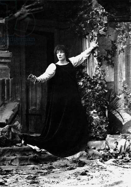 Sarah Bernhardt (1844-1923) as Gismonda, photo Nadar, 1895