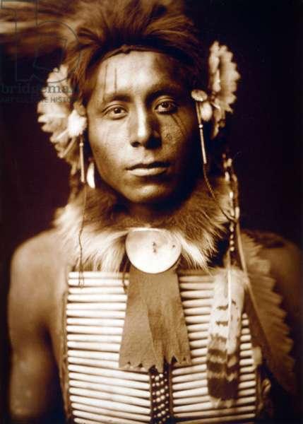 Sitting Eagle, Crow man, c. 1905, photo Edward S. Curtis