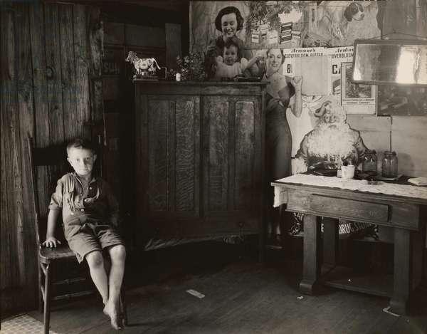 Interior of miner's shack. Scott's Run outside of Morgantown, West Virginia 1935
