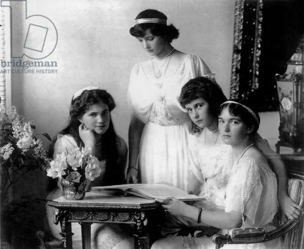 Russian imperial family: Grand Duchess, daughters of czar Nicolas II of Russia: l-r: Maria (1899-1918), Olga (1895-1918), Tatiana (1897-1918), Anastasia (1901-1918) c; 1914