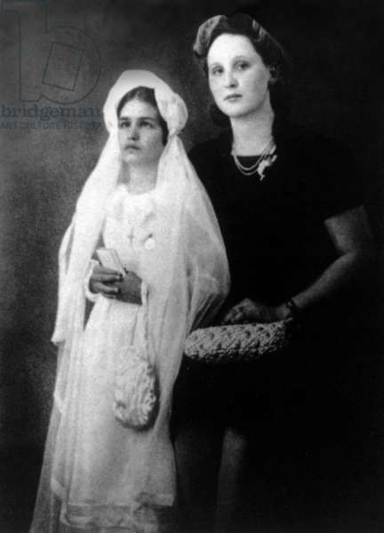 Singer Dalida with her godmother the day of her first communion, Cairo, 1971 (b/w photo)