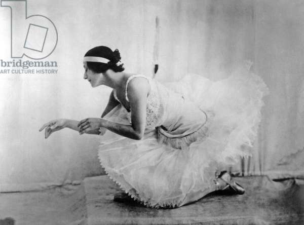 Anna Pavlova (1881-1931) russian dancer here posing for an anonymous photographer c. 1920