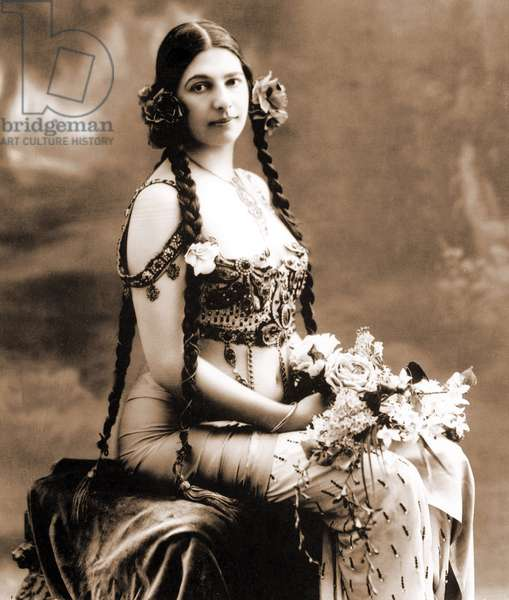 Margaretha Geertruida Zelle called Mata Hari (1876-1917) dutch dancer and spy for the Germany, posing for an advert c.1900, she's wearing underwear by Cadolle