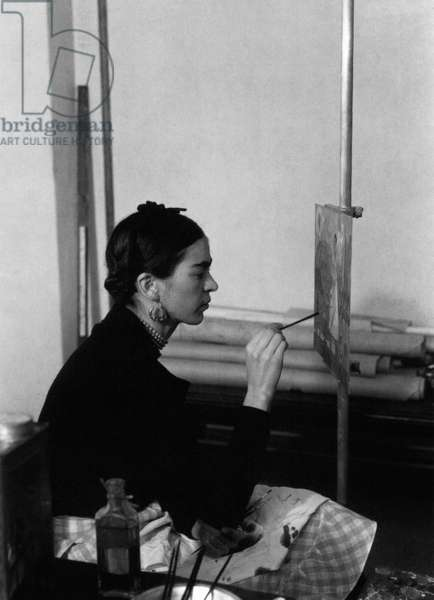 Frida Kahlo (1907-54) mexican painter, here painting a Self-portrait on the border line between Mexico and United States in Detroit Institute of Art mural project studio, 1932