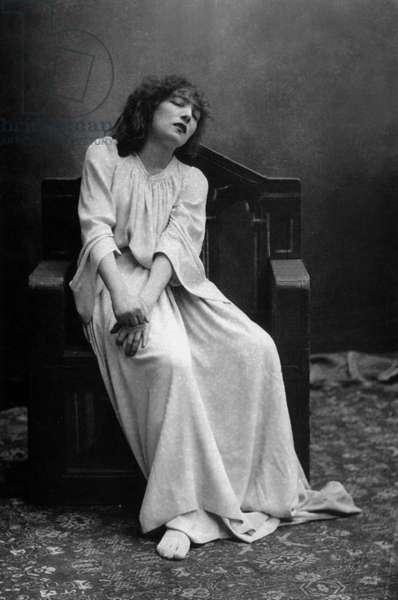 "Sarah Bernhardt (1844-1923) in play ""Macbeth"", 1884, photo by Paul Nadar"