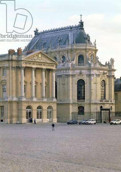 The Chapelle Royale (Royal Chapel) completed by Robert de Cotte (1656-1735) begun in 1699 to plans prepared in 1689, dedicated in 1710 (photo)