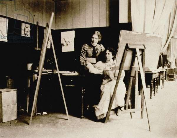 Painting class, c.1900 (b/w photo)