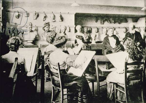Women's life class, c.1900 (b/w photo)