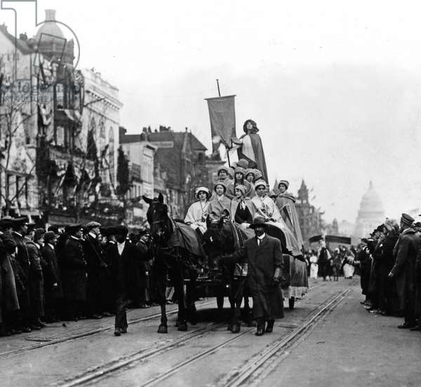 Costumed suffragists on women's suffrage parade float, Washington D.C., March 3, 1913 (b/w photo)
