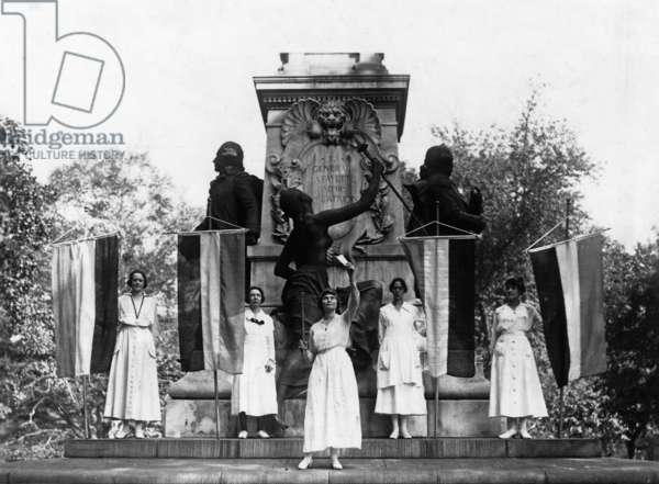 """Suffragist Lucy Branham burns the """"hollow phrases"""" of President Woodrow Wilson across from the White House, 1918 (b/w photo)"""