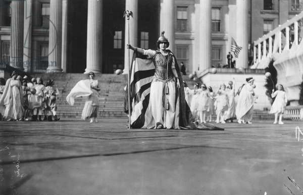 Tableau with figure of Columbia greets the women's suffrage parade, Washington D.C., March 3, 1913 (b/w photo)