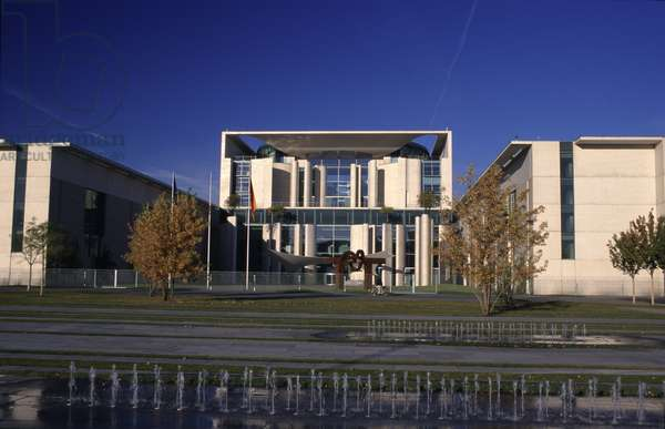Federal Chancellery, Willy-Brandt-Strasse, built 1997-2001 (photo)
