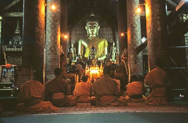 View of the interior, Pha That Luang (photo)