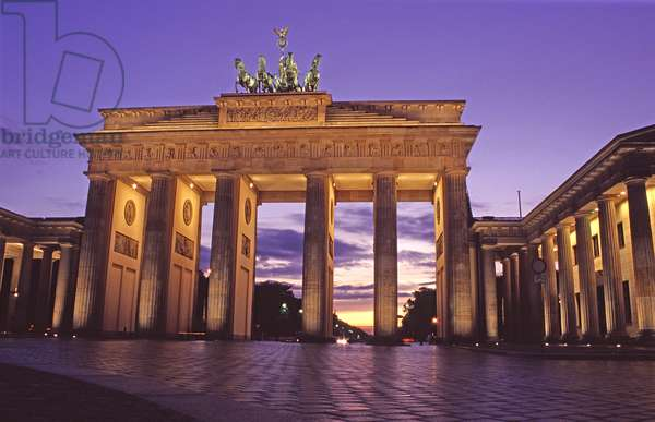 View of the Brandenburg Gate from the East (photo)