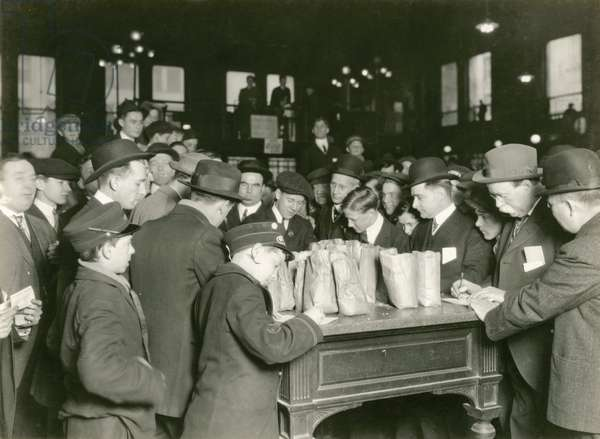 Trading at the cash tables Wheat Pit, Chicago, 1931 (b/w photo)