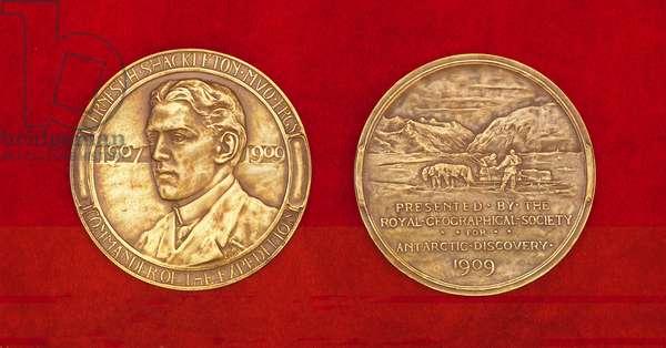 Medal struck to commemorate Ernest Shackleton's Nimrod Expedition, 1909 (metal) (detail of 392211)