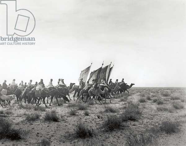 Ibn Saud's (Abd al-Aziz Ibn Saud's) army on the march- near Habl, 8th January 1911 (gelatin silver print)