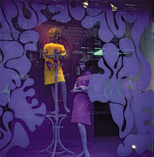 Shop Window in the West End (photo)