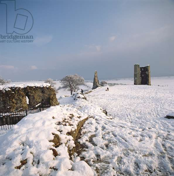 Hadleigh Castle in the snow, Essex, UK(photo)