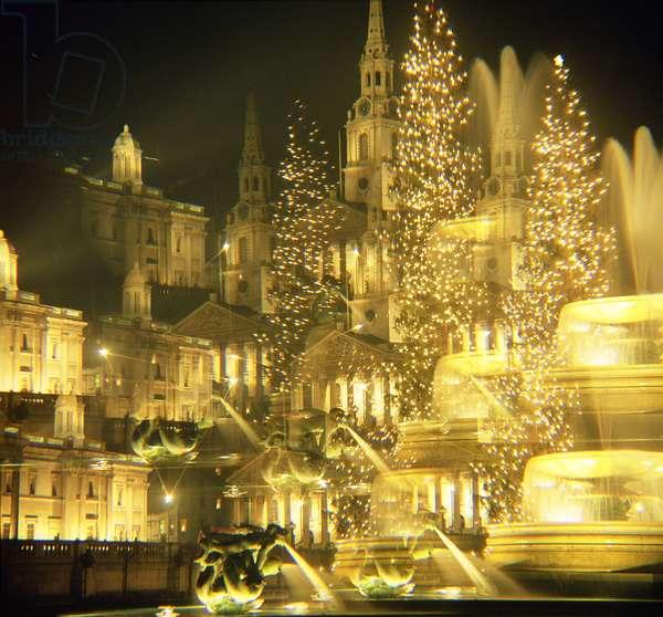 Trafalgar Square, Christmas Lights (photo) (see also 12716)