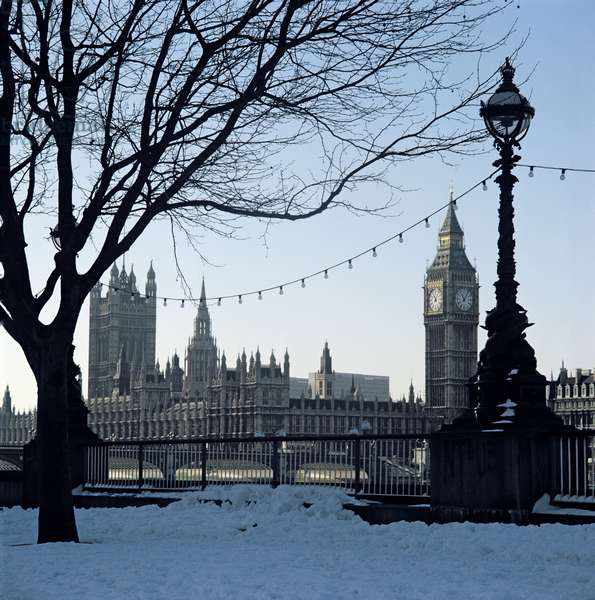 View of Westminster, from the South bank (photo)