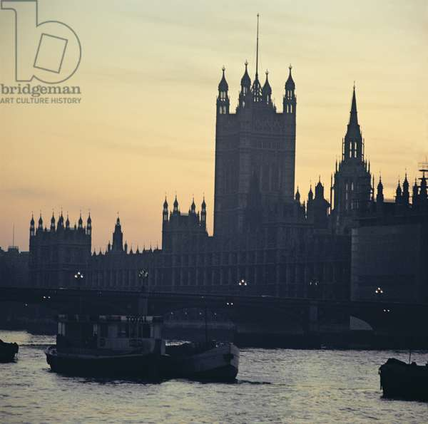 View of the Houses of Parliament, from the south bank of the River Thames (photo)