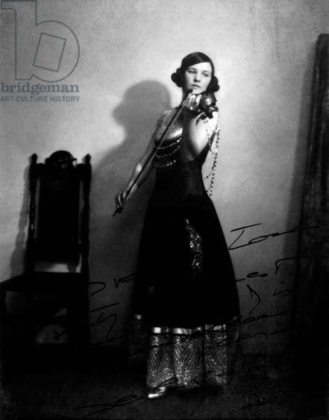 Jelly D'Aranyi, Hungarian violinist (1893-1966), 1923