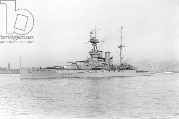 HMS Queen Elizabeth, 1915 (b/w photo)