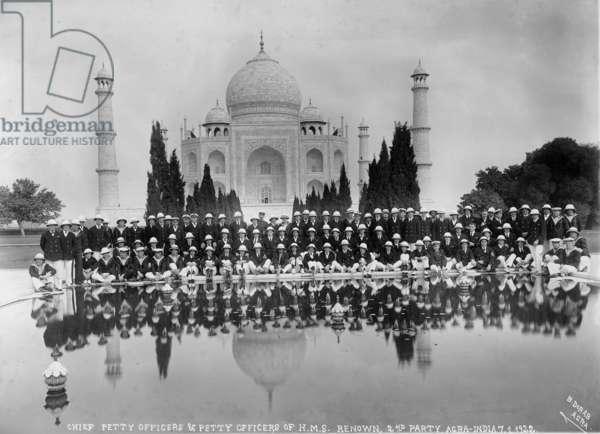 Officers from HMS Renown at the Taj Mahal, 7th January 1922 (b/w photo)