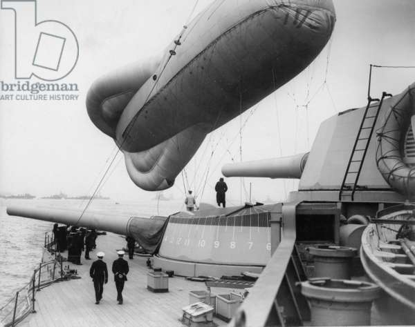 Observation Balloon Attached to HMS Queen Elizabeth, c.1915 (b/w photo)