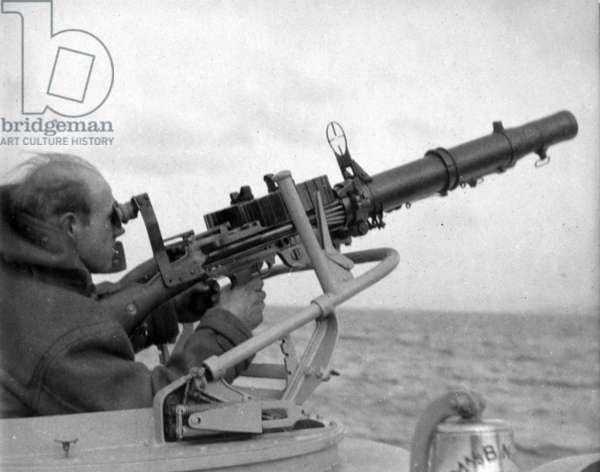 Sailor Operating a Twin Lewis MG Gun on Board MA/SB 38, c.1941 (b/w photo)