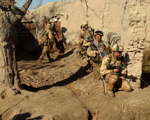 M Company 42 Commando providing protection for engineers constructing new permanent vehicle checkpoint, FOB Broadsword, Kajaki, Afghanistan, 5 Jan 2007 (photo)
