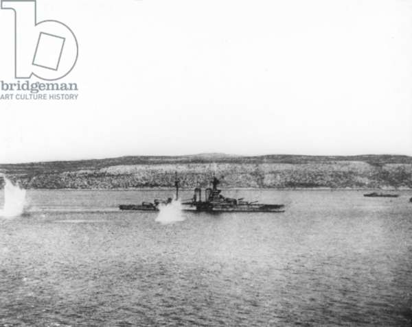 HMS Queen Elizabeth under fire, Dardanelles Campaign, 1915-16 (b/w photo)