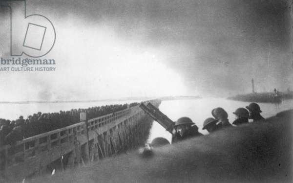 Troops waiting on the pier, Dunkirk, 1940 (b/w photo)