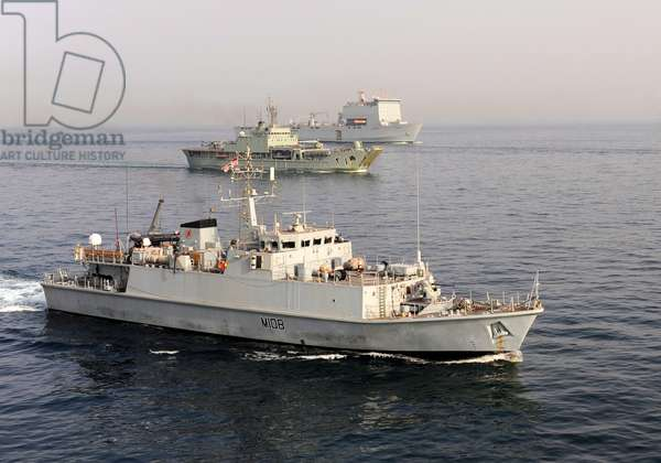 HMS Grimsby off Oman (photo)