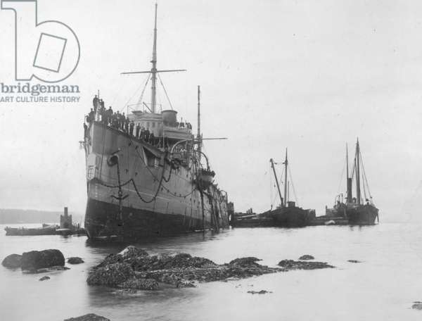 HMS Flora Run Aground in 1903 (b/w photo)