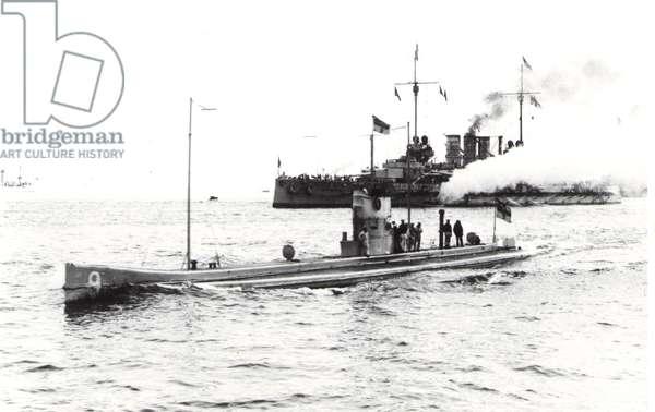 View of a German U9 submarine (b/w photo)